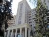 Die Charkower Universität mit dem Gründerdenkmal davor +++ Харьковский университет с памятником основателю перед ним