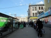Die Charkower stellen sich immer in einer Schlange an - auch beim Einsteigen in den Bus ! +++ Харьковчане всегда стоят в очереди перед входом в автобус !