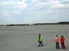 Das Personal auf dem Flugfeld sieht auch ungewohnt westeuropäisch aus ;0) +++ Персонал на летном поле смотрится совсем уже по-западному ;0)