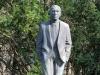 Johannes R. Becher. Weiß jemand, womit er dieses Denkmal schon zu DDR-Zeiten verdient hat?
