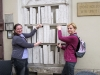 In Krakau gibt es Bücher zu mitnehmen - aber nur für die Starken unter den Leseratten!