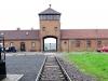 Lager Nr. 2 - Durch dieses Tor sind die Züge mit den Häftlingen direkt ins Vernichtungslager Auschwitz-Birkenau eingefahren