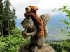 Wenn die Tatzen nicht mehr laufen wollen, gönnt sich der Große Dinkelmann ein Eichhörnchen als Transportmittel