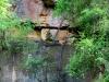Reste eines Steinbruchs - die Bäume wachsen hier nicht nur hoch gen Himmel sondern richten Ihre Kronen auch gern zum Wasser und der Erde