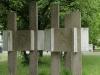 Dresden - Relief mit fünf Säulen; Blick zur Striesener Straße, Künstler unbekannt
