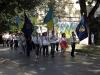 Wir begleiteten eine Parade mit Fahnenträger, Spielmannszug und orthodoxen Geistlichen zu den Kirchen und Denkmälern der Stadt, wo Blumen abgelegt und Gebete gesprochen wurden