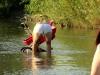 Ein kleines (gewolltes) Ups beim Foto für Olgas Füße-im-Wasser-Obsession im Fluß Pruth.