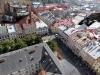 Der Blick vom Rathausturm über Lemberg ... mit Kuriositäten auf den Dächern: eine Trabi-Aussichtsterrasse und ein Flugabwehrgeschütz vom Partisanenrestaurant