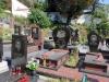 ... und der modernere Teil samt Grabsteinen mit gravierten Bildern.