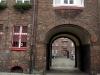 Dieses Arbeiterwohnviertel namens Nikiszowiec steht unter UNESCO Weltkulturerbe-Schutz und ist schon oft die Kulisse für Filmaufnahmen gewesen ... Häuser im Carré und großzügige Innenhöfe mit Toreinfahrten.