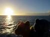 Meereswasser scheint nicht nur für Bären so anziehend zu sein, denn die Sonne plumste abends auch immer wieder hinein. Wahrscheinlich wollte sie ein bisschen baden gehen.