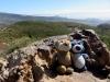 In den Bärgen gibt es viele Stellen, wo ein Bär ein bequemes Plätzchen zum Sitzen und die-Welt-geniessen finden kann.
