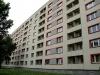 Hier sieht man, dass auch der Plattenbau des Osten nicht immer schlecht war, denn dieser Zeuge der DDR-Wohnarchitektur ist bis heute eine beliebte Unterkunft – jetzt natürlich modernisiert sehr schön auf Vordermann gebracht.