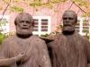 Im ehemaligen Karl-Marx-Stadt, heute Chemnitz, fanden wir im 'Park der Opfer des Faschismus' ein weiteres Denkmal für den berühmten Philosophen Marx ... hier mit seinem treuen Mitstreiter Friedrich Engels.