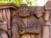 In der Chemnitzer Innenstadt gibt es noch ein weiteres Relief über die beiden Berühmtheiten. Ein sozialistischer Bürger konnte drei Gesichter quasi im Schlaf erkennen: Marx (Mitte), Engels (links) und Lenin (nicht im Bild). Georg Wilhelm Friedrich Hegel (rechts) war allerdings nicht immer so präsent, deshalb ist er auf diesem Teil des Reliefs auch der Einzige, welcher mit seinem Namen versehen werden musste – siehe rechts, unterhalb der Schulter.