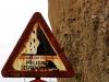 Ein Warnschild, welches wir ebenfalls auf Gran Canaria gesehen haben ... eine fast schon weggerostete Warnung wegen Steinschlags an die Passanten
