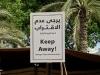 In einem Freilichtmuseum in Abu Dhabi wird sehr unmissverständlich zum Ausdruck gebracht, dass man sich dem Brunnen nicht zu nähern hat