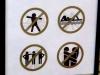 Hier weiss ich nicht, was schlimmer ist - dass Berührungen für ein Foto verboten werden oder dass man solche Hinweisschilder an einer Moschee aufstellen muss, damit die Besucher erinnert werden, wie man sich in einem Gotteshaus (egal welcher Religion) zu benehmen hat